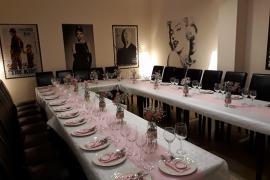 Celebra la cena de empresa en el restaurante Bits & Bobs con menús desde 25 euros