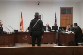 Seis meses de prisión por amenazar a su psiquiatra en Palma: «Si tuviera una pistola aquí te haría 'pam pam'»