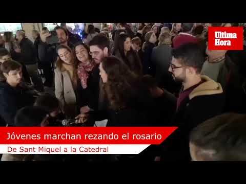Jóvenes de Mallorca marchan de Sant Miquel a la Catedral rezando el rosario