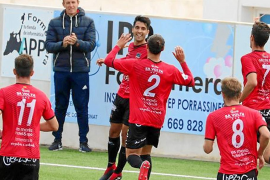 Víctor Ruiz , tentado por la Primera División de Suiza