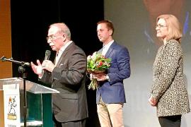 Santanyí distingue con la Medalla d'Or de la Vila al escritor Antoni Vidal Ferrando