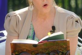 JK Rowling leyendo 'Harry Potter y la Piedra filosofal'