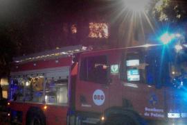 Desalojado un edificio de ocho pisos en Palma por el incendio en una vivienda