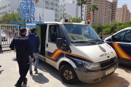 Detenida una pareja por intentar robar a un hombre en Son Banya