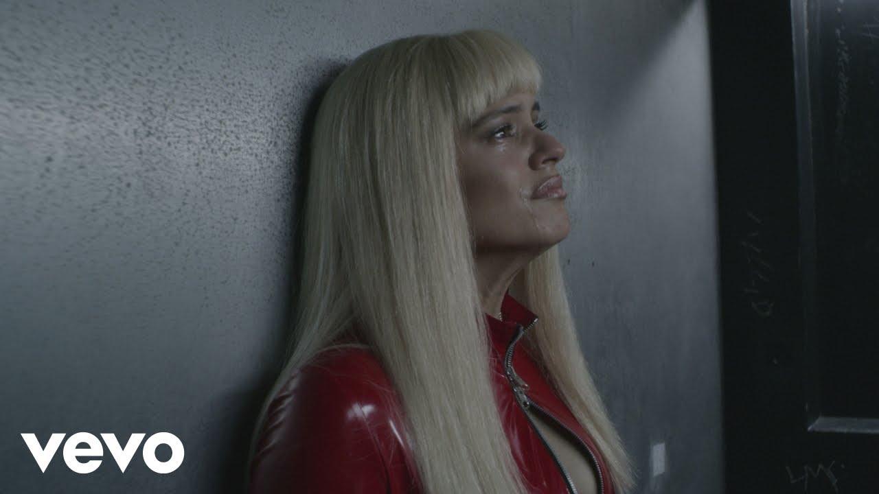 Rosalía, una 'stripper' rubia en su nuevo videoclip