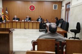 Un acusado de abusar de su nieta en Palma pide aplazar el juicio para conseguir dinero y pagar la indemnización