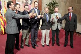 Bauzá felicita las fiestas apelando a «remar todos  en el mismo sentido»
