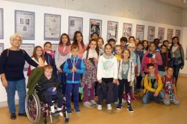 Alumnes del CEIP de Pràctiques de Palma visitaren la Mostra 125 anys de Periodisme a Ultima Hora al Museu Es Baluard