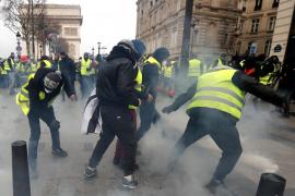 Tensión en París: cargas policiales, gases lacrimógenos y más de 500 personas detenidas