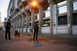 La policía controla desde primera hora los alrededores del Santiago Bernabéu