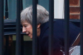 May aplaza la votación del acuerdo del 'brexit'