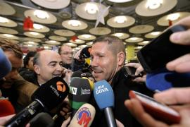 Simeone llega a Madrid «con alegría e ilusión» y pidiendo a la afición «esperanza y tranquilidad»