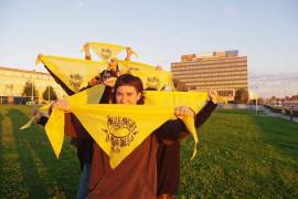 Orgull Llonguet presenta su pañuelo festivo para un Sant Sebastià «libre de machismos»