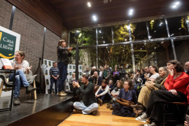 Un grupo de ultras trata de boicotear un acto de Pablo Iglesias en Barcelona