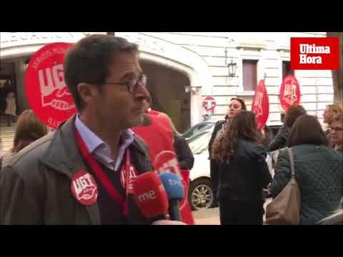 Protestas por el semibloqueo de los accesos del edificio de la Agencia Tributaria
