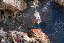 Localizan el cadáver de una mujer en el interior de un coche precipitado en es Cap Blanc