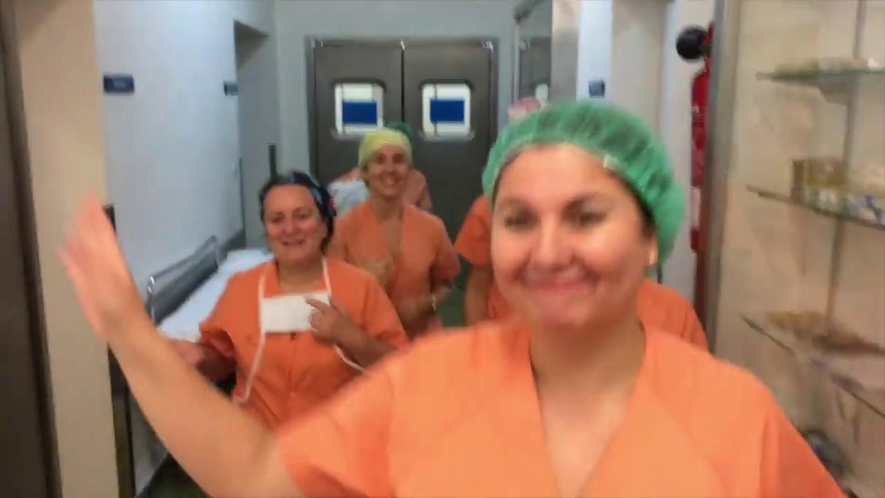 El personal del hospital Virgen de la Salud de Palma felicita la Navidad con buen ritmo
