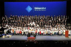 Los coros de la UIB dedican su concierto de Navidad en el Auditórium a los refugiados que cruzan el mar