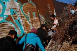 Muere una niña por deshidratación tras ser detenida en la frontera con EEUU