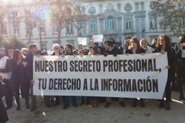 Más de un centenar de periodistas reclama respeto a su derecho al secreto profesional ante el Supremo