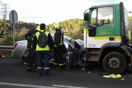 Muere una mallorquina en un choque frontal en Menorca