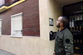 Un joven marroquí trepa por un edificio para salvar a una mujer que estaba siendo agredida