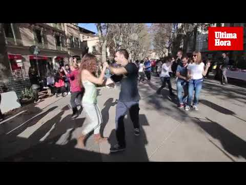 El Born acoge juegos, aperitivos y bailes solidarios con el Llevant