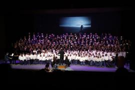 Éxito de los 'cantaires' de la UIB con 'Un Nadal Mediterrani' en el Auditórium
