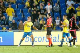 El árbitro del Las Palmas-Tenerife pide perdón