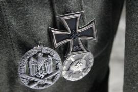 Prisión a unos neonazis que llamaron Adolf a su hijo