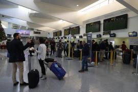 Fomento obligará a las aerolíneas a preguntar por el descuento al residente al final del proceso de compra