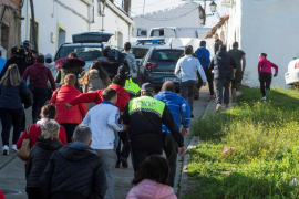 Vecinos de El Campillo increpan al grito de «asesino» a Montoya