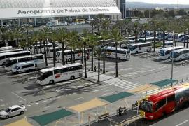 Indignación empresarial porque AENA quiere cobrar el parking a VTC y autocares