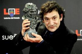 El director de cine Agustí Villaronga tras recoger el premio Goya