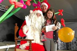 Papá Noel llena el saco de cartas a su paso por Formentera
