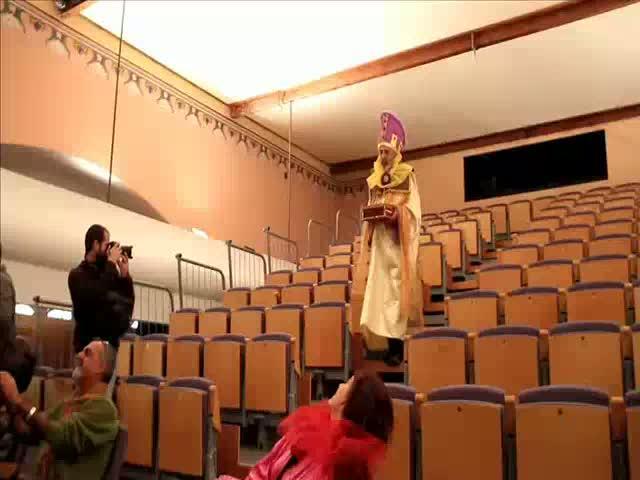 Los actores de la 'Adoració' se visten para un «divertido» ensayo