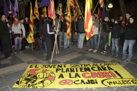 Unos 50 independentistas se manifiestan en Palma para 'plantar cara a la crisis'