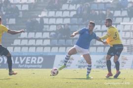 El Atlético Baleares hinca la rodilla ante el líder