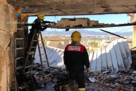 Una testigo del incendio en un ático del Coll: «Fue como una bomba, todo tembló»