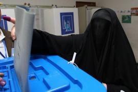 Los iraquíes desafían los sangrientos atentados y acuden a las urnas