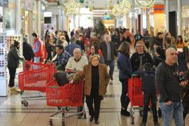 Las últimas compras navideñas marcan la víspera de Nochebuena