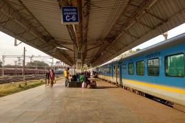 Muere el recién nacido que sobrevivió tras ser arrojado por el retrete de un tren