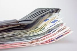 Un 'sintecho' devuelve una cartera con mil euros