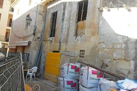 Hallan restos arqueológicos en las obras de reforma de la pescadería de Pollença