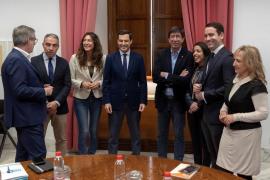El PP presidirá la Junta de Andalucía, Ciudadanos el Parlamento y VOX entra en la Mesa