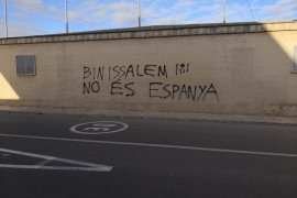 Denuncian una pintada que reza: «Binissalem no es España»