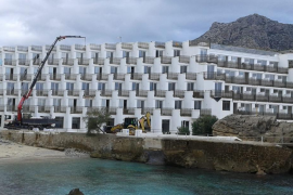 El GOB pide la demolición del hotel Don Pedro de Cala Sant Vicenç