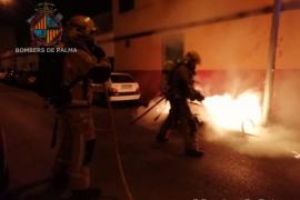 Un petardo provoca un incendio en un contenedor en Palma