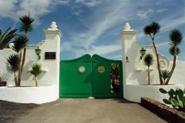 Sánchez y su familia viajan a la residencia de La Mareta en Lanzarote