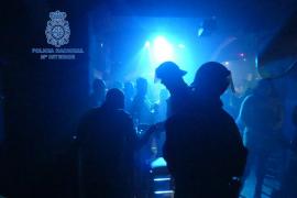 Detenido por abusar de una mujer en una discoteca y hacerse pasar por guardia civil